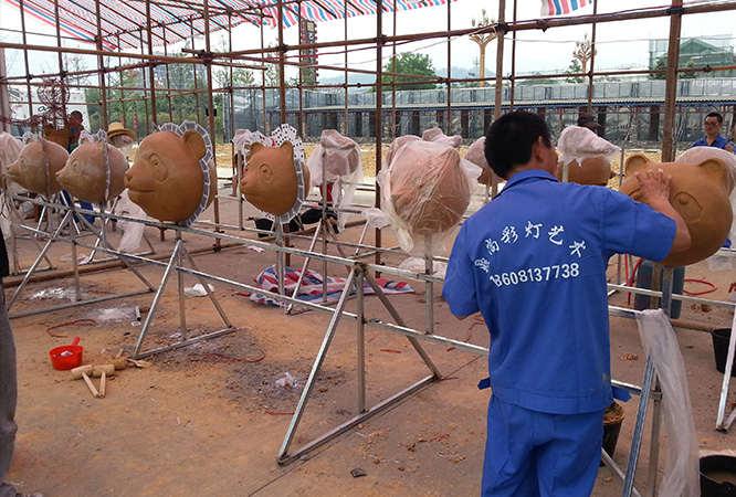 熊猫雕塑小品泥塑制作现场