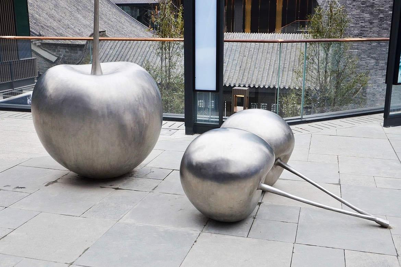 不锈钢樱桃雕塑